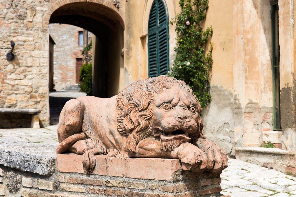 A lion guarding Lucignano d'Asso in Tuscany